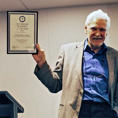 Photo of Dr Rodney Syme receiving Australian Humanist of the Year 2017 award