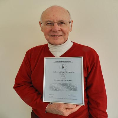 Photo of Stephen Stuart receiving Outstanding Humanist Achiever 2015 award